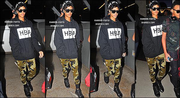_ 28/08/2013 : Rihanna s'est rendue à son restaurant italien favori « Giorgio Baldi » pour dîner à Los Angeles .27/08/13 : Rihanna Fenty a été photographié arrivant à l'aéroport « LAX » de Los Angeles avec sa mère et son petit frère Rajad. Top?  -