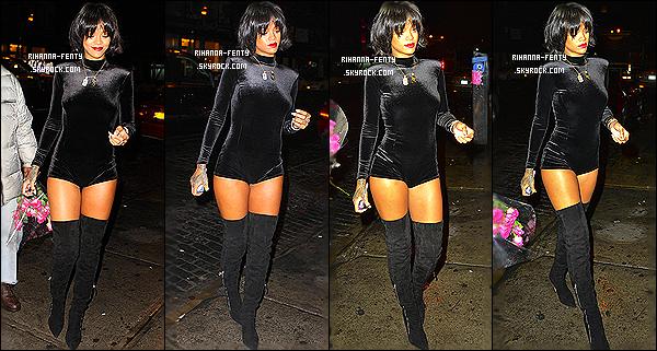 _ 17/11/13 : Rihanna a été photographié par les paparazzis quittant son hôtel à New York. Aime-tu la coupe de Ri? 16/11/13 : Rihanna a été photographié alors qu'elle arrivait à son hôtel à New York. Top or Flop la tenue décontracté de Rihanna ?.  -