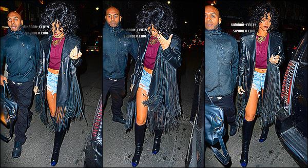 _ 22/12/2013 : Rihanna a été photographié avec sa meilleur amie, devant la boîte de nuit  « Priva », à la Barbade.19/12/2013 : Rihanna F. s'est une nouvelle fois rendue dans un club à New York, elle a été avue quittant le club «Pink Elephant[/g»].   -