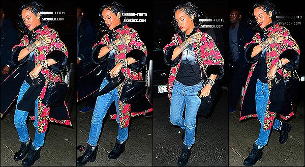 _ 11/01/14 : Les Paparazzis ont aperçue Rihanna toute souriante à l'aéroport « JFK » à NY, pour direction le brésil.10/01/14 : Rihanna F.. a été aperçue quittant le salon de tatouages « Bang Bang » à New York. Découvrir ce nouveau tatouage ici  -