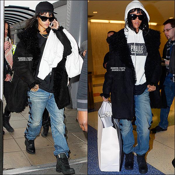 _ 14/03/2014 : Rihanna F. a été aperçue à l'aéroport de Manchester, puis ensuite a l'aéroport de JFK à New York. -