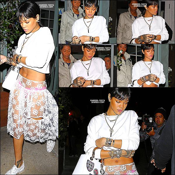 _ 20/03 : Rihanna a été photographiée alors qu'elle se rendait au restaurant italien « Giorgio Baldi » à Los Angeles. -