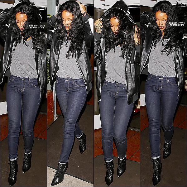 _ 16/04/2014 : Rihanna a été aperçue hier soir quittant le restaurant Giorgio Baldi à Los Angeles. Aime tu la tenue? -