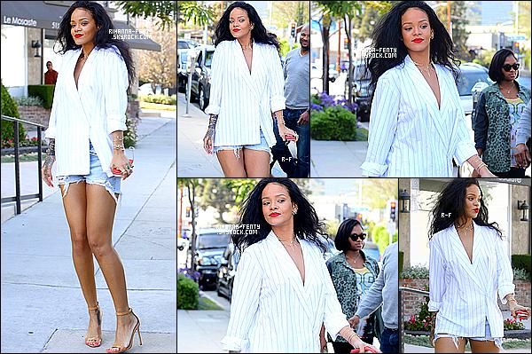 _ 22/04/14 : Rihanna a été aperçue dans les rues de Los Angeles faisant du shopping dans des boutiques de luxe.. Elle était avec cousine Noella. Elle s'est ensuite arrêtéé déjeuner en terrase au restaurant  « Sushiya » dans West Hollywood. Top?  -