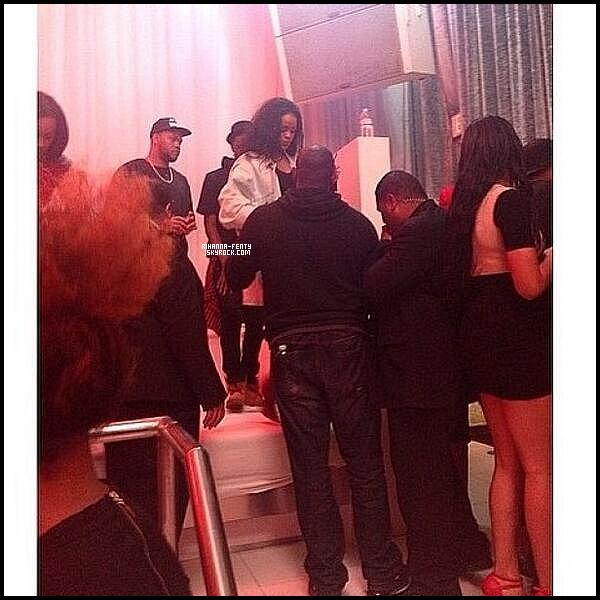 _ 22/04/14 : Rihanna s'est rendue à nouveau dîner à son restaurant italien préféré « Giorgio Baldi » à Los Angeles. -