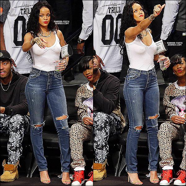 _ 25/04/2014 : Rihanna F. a insisté à un match de basket avec Melissa opposant les Nets aux Raptors à New York. -