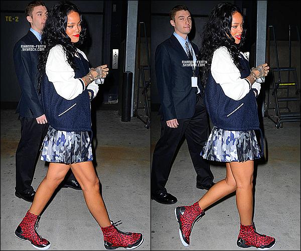 _ 27/04 : Rihanna a été vue au  Barclays Center pour la rencontre opposant les Brooklyn Nets aux Toronto Raptors. -
