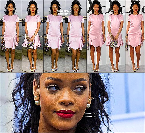 _ 07/05/14 : Rihanna Fenty s'est rendue au défilé de la marque de luxe  « Dior » à New York. Qu'en pensez-vous?Rihanna F était accompagnée de sa meilleure amie Melissa, et son assistante Jennifer. Que pensez-vous de la robe de Riri ? Rayonante!  -