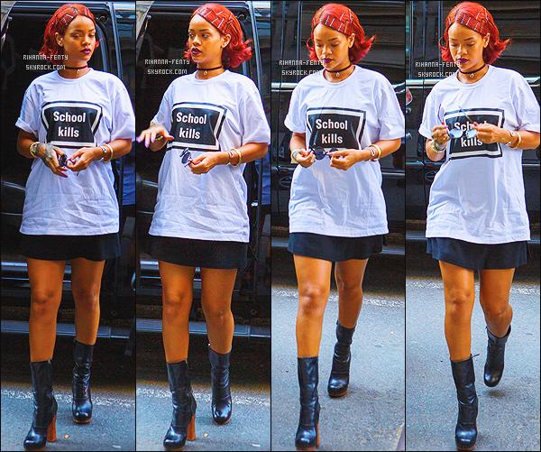 _ 03/05/2015 : Rihanna a été photographié par les paparazzis, se rendant dans un institut de beauté new-yorkais.