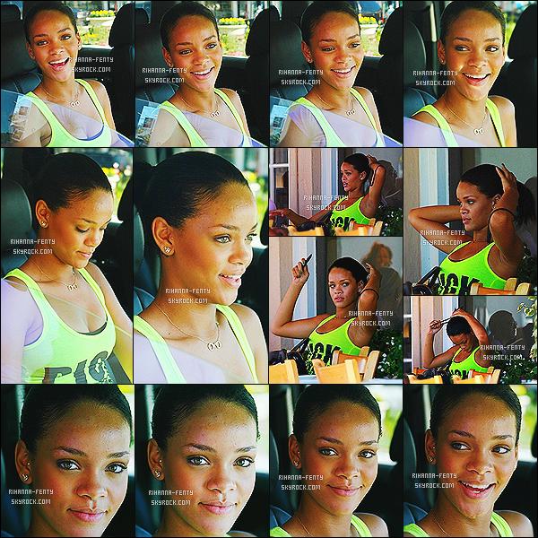 '  04/09/2007 - Rihanna a été vue dîner puis quitter le « Cravings » restaurant sur Sunset Plaza à Los Angeles. '