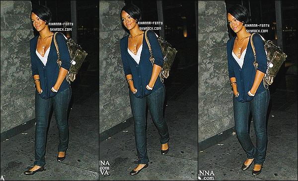 ' 28/08/2007 - Rihanna Fenty a été vue quittant un restaurant après avoir dîner avec l'acteur Shia Labeouf.   '