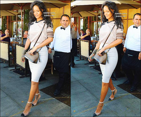 _ 17/06/2014 : Rihanna F. a été aperçue alors qu'elle quittait un restaurant à Los Angeles.Qu'en pensez-vous ?-