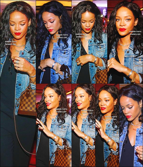 _ 11/07/2014 : Rihanna a été aperçue alors qu'elle quittait son hôtel.-