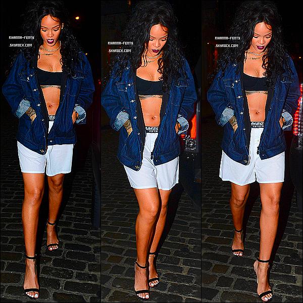 _ 30/07/2014 : Rihanna a été aperçue hier soir au club « VIP Room ».