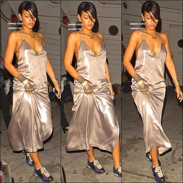 _ 10/08/14 : Rihanna s'est rendue à son restaurant préféré  « Giorgio Baldi »  toute de soie vêtue, à Los Angeles.