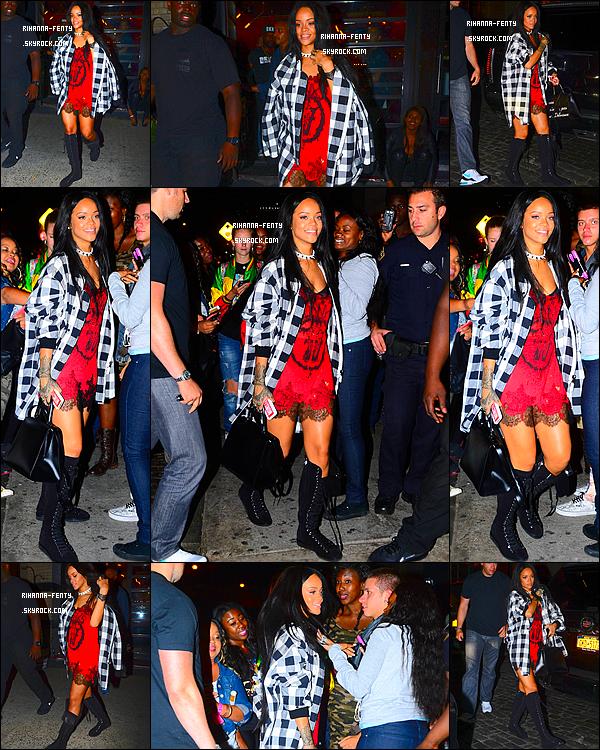 _ 17/08/2014 : Rihanna F. s'est rendue dans le club « VIP Room » de New York. Qu'en pensez-vous de la tenue?
