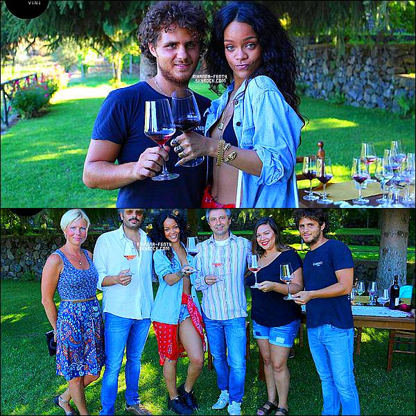 _ 27/08/2014 :  Rihanna à Panarea, Italie, La belle s'est rendue sur un domaine viticole, « Gambino Vini », où elle pu déguster du bon vin en compagnie de son équipe. Qu'en pensez-vous?