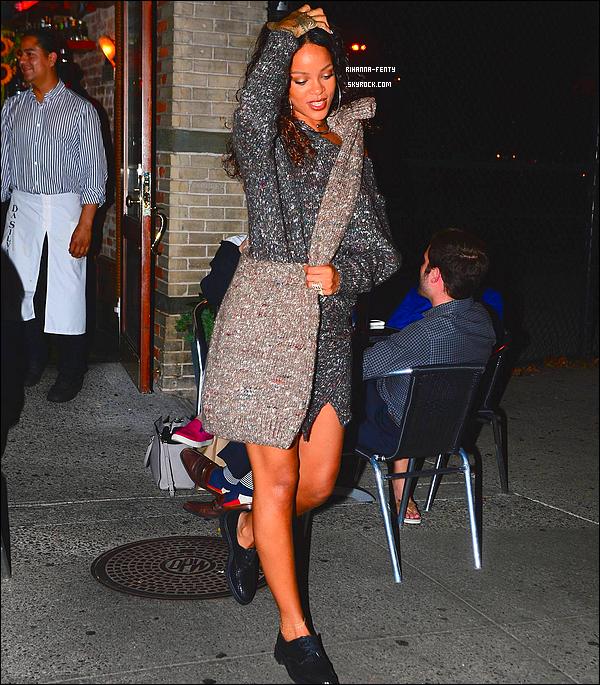 _ 09/09/2014 : Rihanna a été photographiée alors qu'elle quittait son restaurant favori le « Da Silvano » à New York.