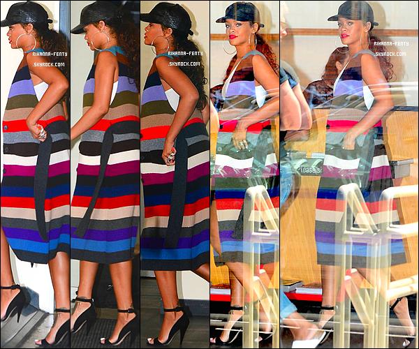 _ 11 Sept 2014 - Rihanna a été vue avec Melissa aux alentours du restaurant  « Nobu » - à New York.10 Septembre 2014 - Rihanna F. a été photographié alors quel se rendait à une session de photoshoot à New York. Qu'en pensez vous ?