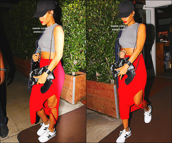 _ 12/10/14 : Rihanna a été photographiée dînant italien dans son restaurant favoris « Giorgio Baldi » à Los Angeles .[size