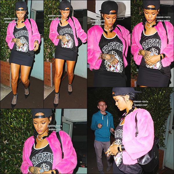 _ 15/10/2014 : Rihanna a été vue alors qu'elle quittait encore une fois le restaurant « Giorgio Baldi » à Los Angeles.