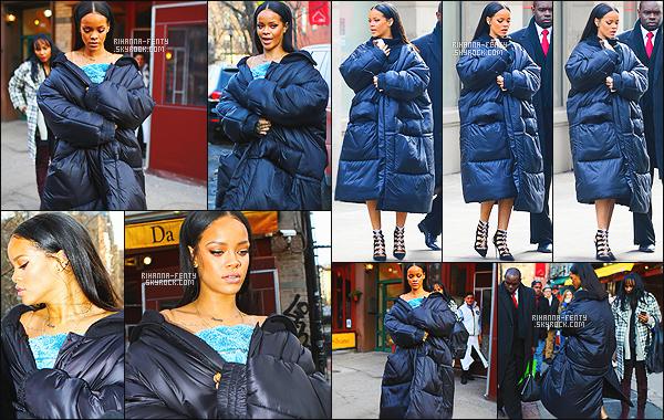 _ 11/02/2015 - Rihanna a assister au défilé de Kany West qui présente sa collection pour la marque « Adidas » à NY.Kanye W. a présenter sa collection lors de la Fashion Week, Rihanna était au côtés du créateur Alexander Wang et de Cassie..