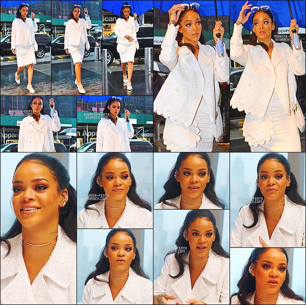 '  14/03/2015 - Rihanna F. s'est rendue à une conférence de presse pour le film « En Route ! » à New York . Top!  '
