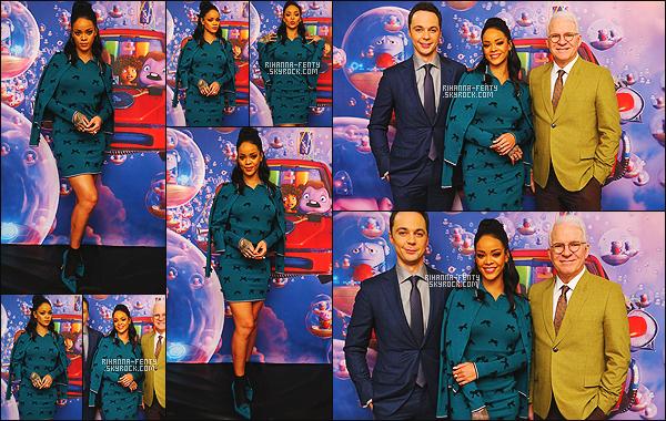 '  14/03/2015 - Riri s'est rendue à une conférence de presse pour le film En Route pour la chaîne « FOX » à NY .  '