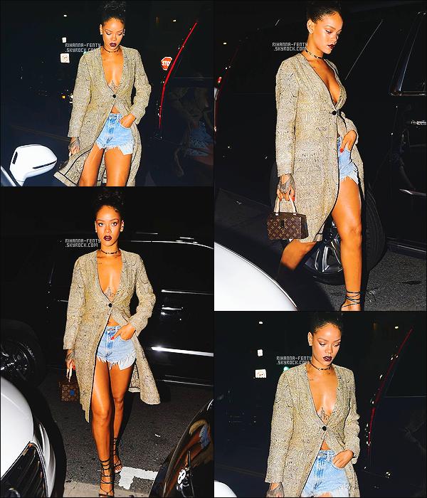 '  21/03/2015 - Rihanna Fenty a été photographié alors qu'elle quittait le restaurant « Giorgio Baldi » à LA. Top ! '