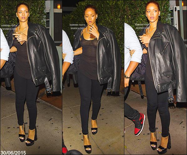 _ 03/07/2015 : Rihanna a été vue alors qu'elle se rendait à son restaurant favori,   le « Giorgio Baldi » à Los Angeles .30/06/2015 : Rihanna a été vue avec son frère, alors qu'ils sortaient du restaurant « Giorgio Baldi » à Los Angeles . 27/06/2015 : Rihanna a été vue arrivant  au club «1OAK» à Los Angeles.. N'hésitez pas à me faire parvenir vos avis.25/06/2015 : Rihanna a été vue arrivant au même club  « 1OAK » à Los Angeles. Qu'en pensez-vous?- Top or Flop?
