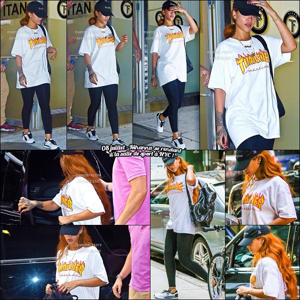 '  09/07/15 - Rihanna a été aperçue alors qu'elle se rendait dans un building à New York City. Top ou bien Flop ?  '