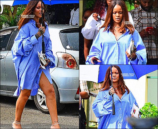 _ 10/08/2017  - Rihanna a été aperçue se rendant au funérailles du grand-père de sa meilleure amie à la barbarde.