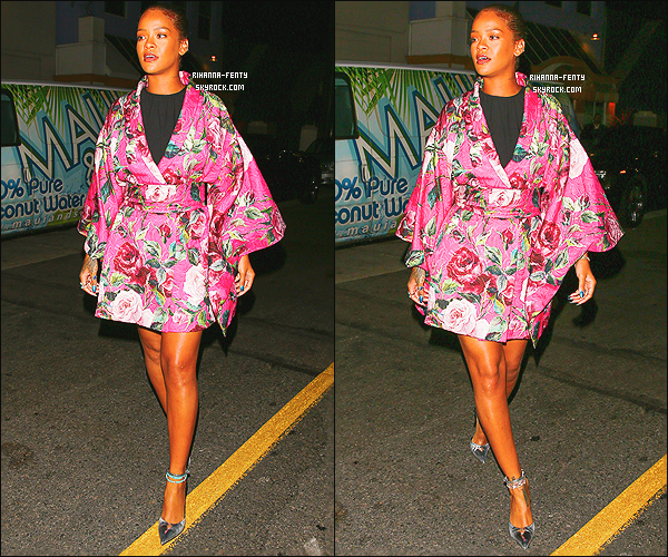' 09/06/16 - Rihanna a été aperçue alors qu'elle quittait son restaurant favoris le « Giorgio Baldi » à Los Angeles.  Après une semaine de vacance Rihanna F est de retour à Los Angeles et très bientot elle s'envolera pour Amsterdam pour son premier concert ! '