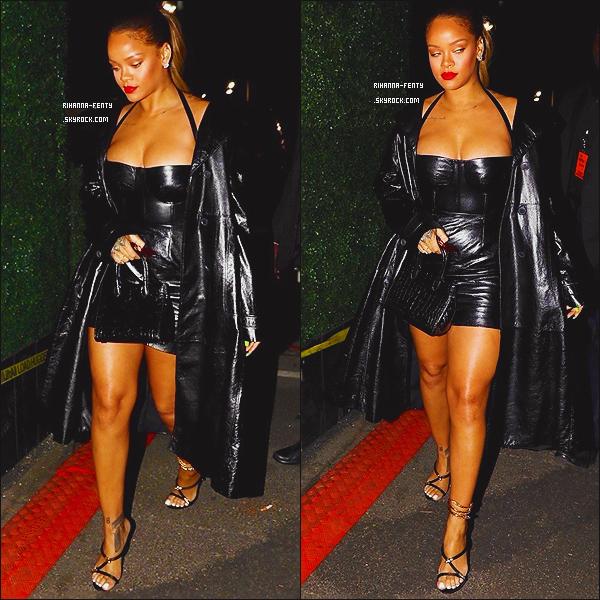 _ 21/12/2017  - Rihanna Fenty a été photographiée se rendant au concert de Jay-Z à Los Angeles. Top or Flop ?