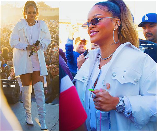 _ 21/12/2017  - Rihanna est parti chanté lors du Top Dawg Entertainement Holiday 2017 à Los Angeles.  + Vidéo