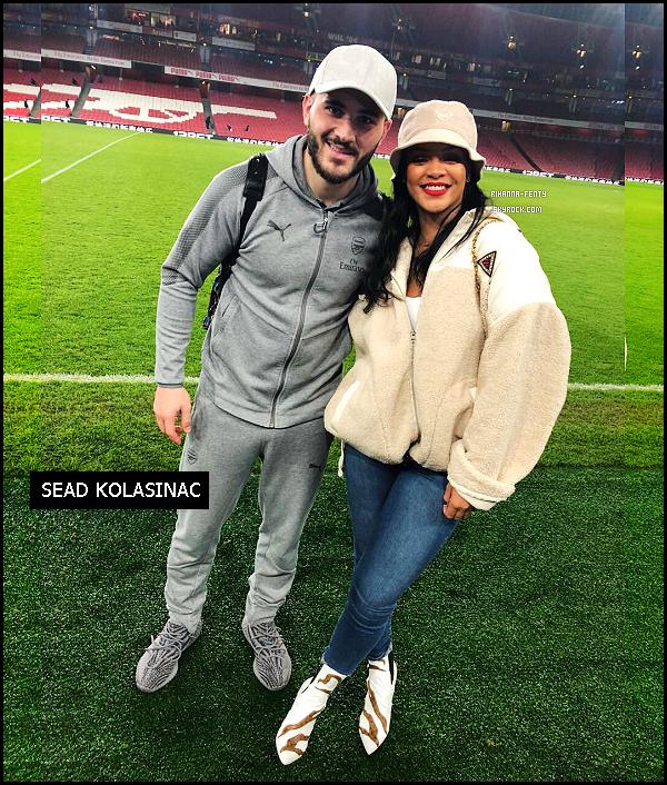 _ 03/02/2018 - Rihanna et son frère Rorrey ont insister au match de football Arsenal Vs Everton à Londres. Top !