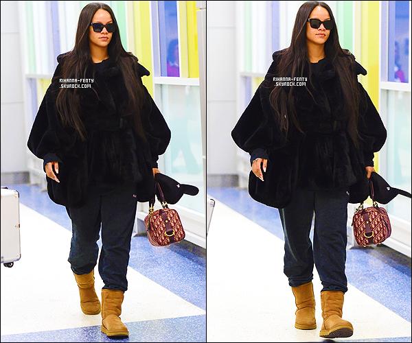 _ 16/02/2018 - Rihanna a été photographiée alors qu'elle arrivait à l'aéroport JFK de New York . Top ou Flop ?.