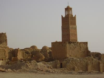 De la connaissance à la confrontation au coeur du désert