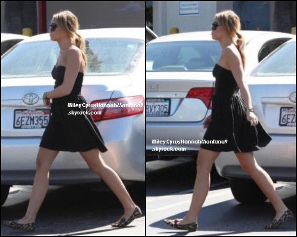 30.08.11 : Miley & Liam font les courses chez Trader's Joe