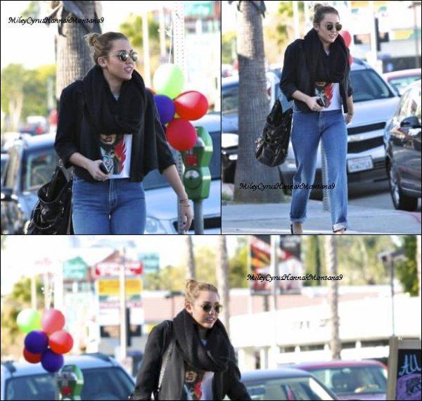 11.12.11: Miley était présente aux CNN All Stars Tribute avec son boyfriend Liam/ 9.12.11 : Miley s'est rendue aux American Giving Awards / 9.12.11 : Miley s'est baladée à Culver City. Ton avis ?