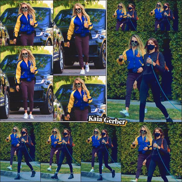15/02/21 -Cara Delevingne & Kaia Gerber ont été aperçues se rendant à une séance privé de sport dans L.A ! Les deux mannequins portaient des tenues décontractées pour le sport. Aucune opinion sur les tenues des girls... ••