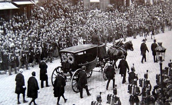 1er juin 1885 -- Obsèques nationales de Victor Hugo.