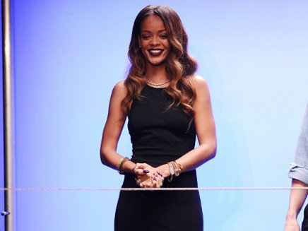 Rihanna produit la copine d'Harry Styles