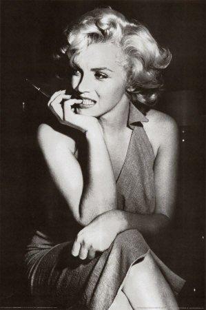 Maryline Monroe (L)
