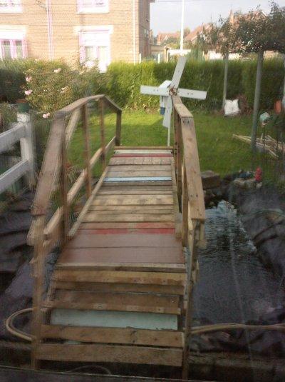 Le pont que j'ai fait au dessus de mon vivier