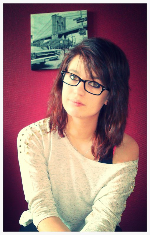 Elodie , 15ans &é Célibataire