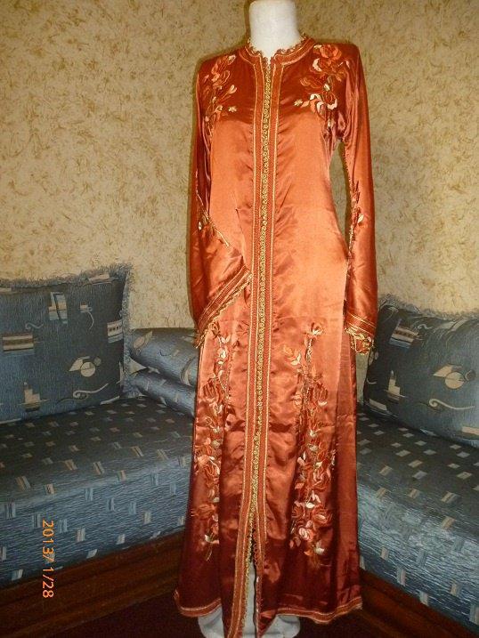 caftan couleur cuivre brodé tarz rbati en fil doré