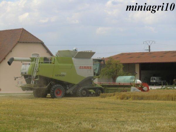 Moisson 2011 avec Claas lexion 770 TT V1050 et 670 V750