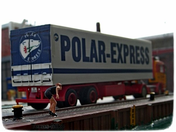 "Preiser 28121 Figuren Passanten ""Der Schuh drückt"" Spur H0 Volvo F12 POLAR EXPRESS Spedition Finnland Kühl Lastzug"