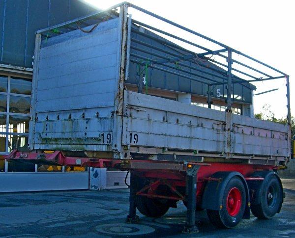 zu verkaufen Containerchassis kässbohrer 20 fuss mit Wechselpritsche Wohnwagen